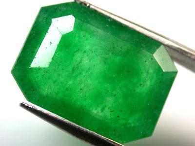 Quartz Emerald Green colour   6.70  carats   QU 220