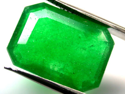 Quartz Emerald Green colour  10.10  carats   QU 222