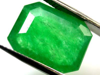 Quartz Emerald Green colour   6.80  carats   QU 223