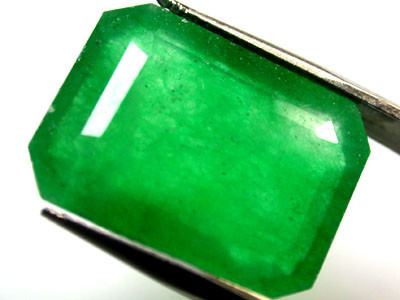 Quartz Emerald Green colour   10.50  carats   QU 224
