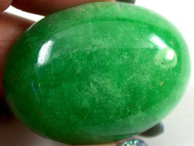 Large Quartz Emerald Green colour   98  carats   QU 230