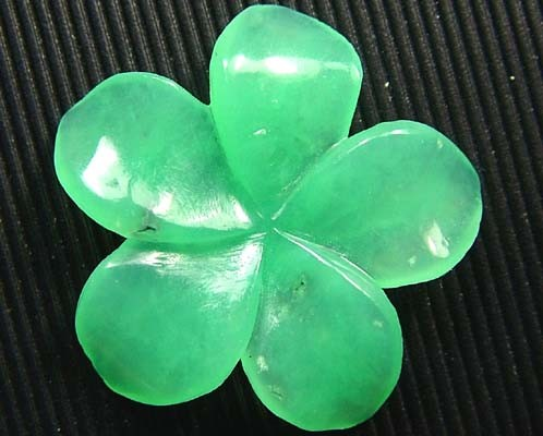 CHRYSOPRASE FLOWER CARVING 4.65 CTS   FN 3796 (LO-GR)