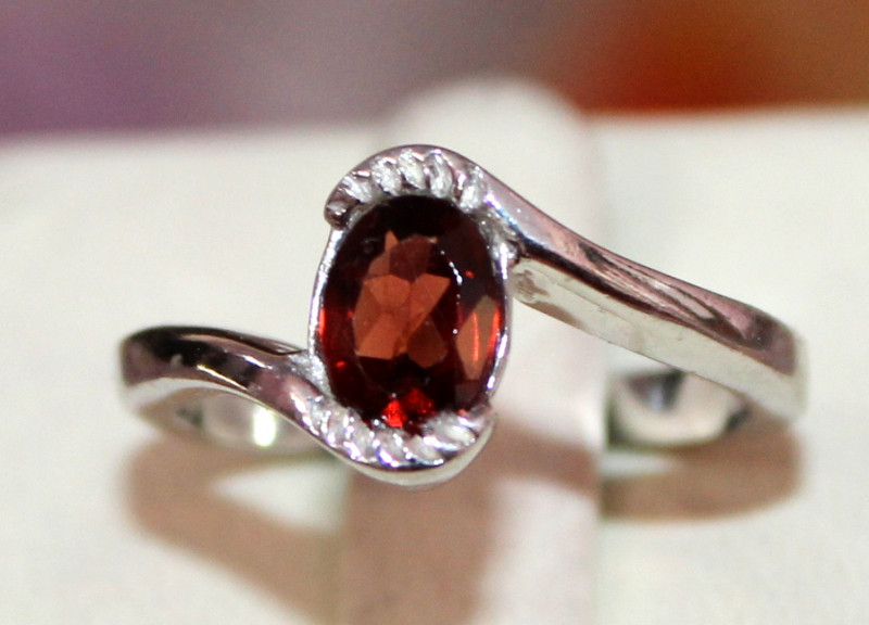 Natural Red Garnet 925 Sterling Silver Ring Size (7 US) 74