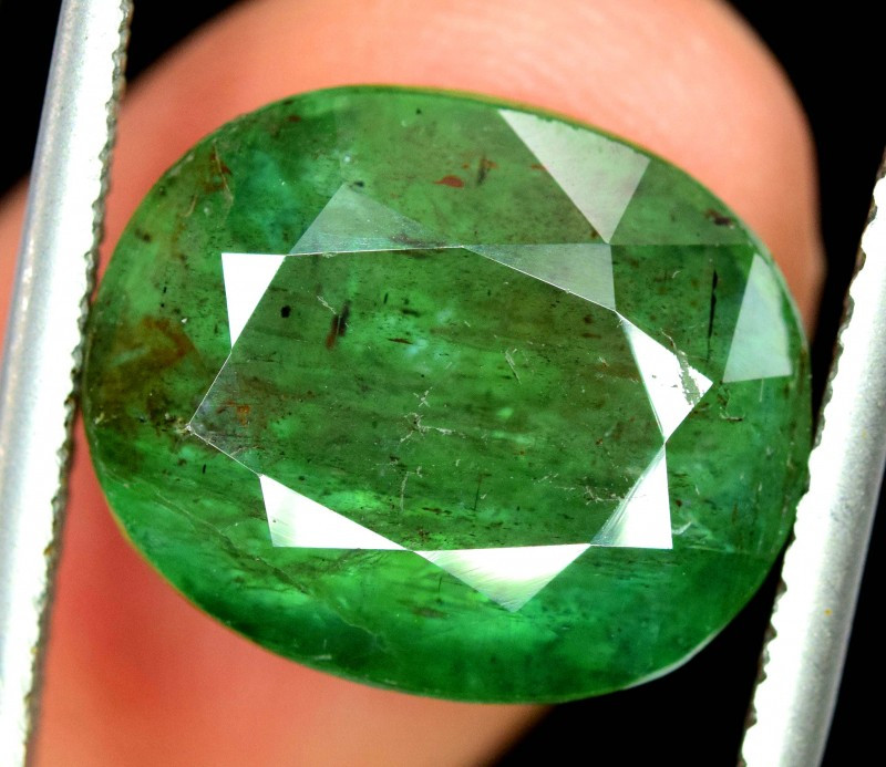 Win on 1200 usd 10.90 Carats Natural Zambian  Emerald Gemstone