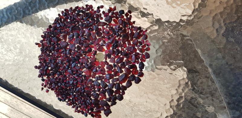 4990Ct GARNET Mixture Pyrope & Rhodolite  Australian