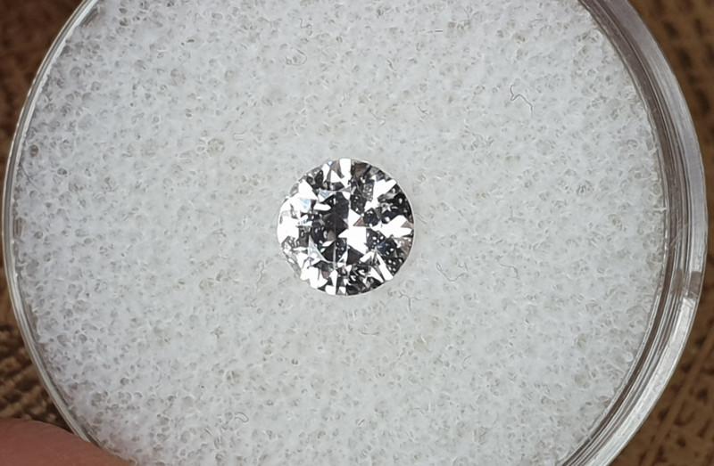 0,81ct White Spahhire - Master cut!