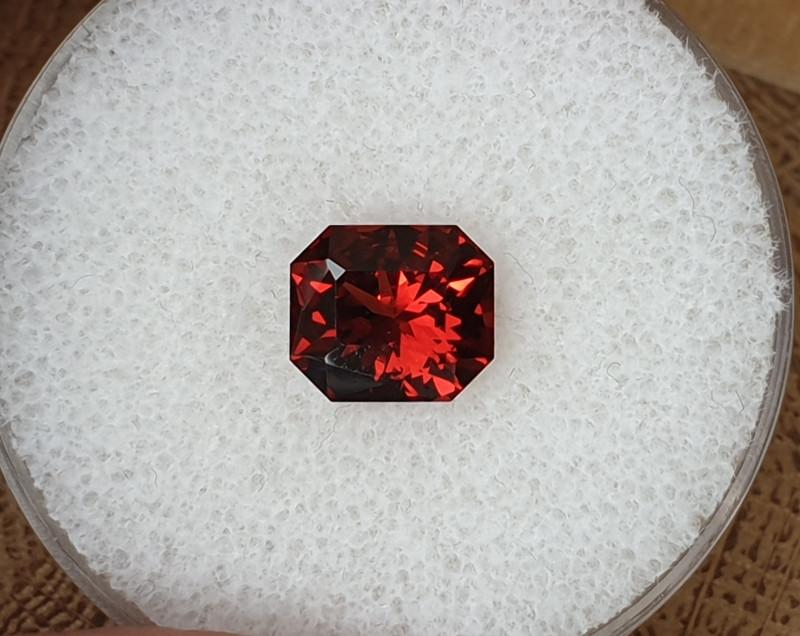 2,83ct reddish orange Pyrope Garnet - Master cut!