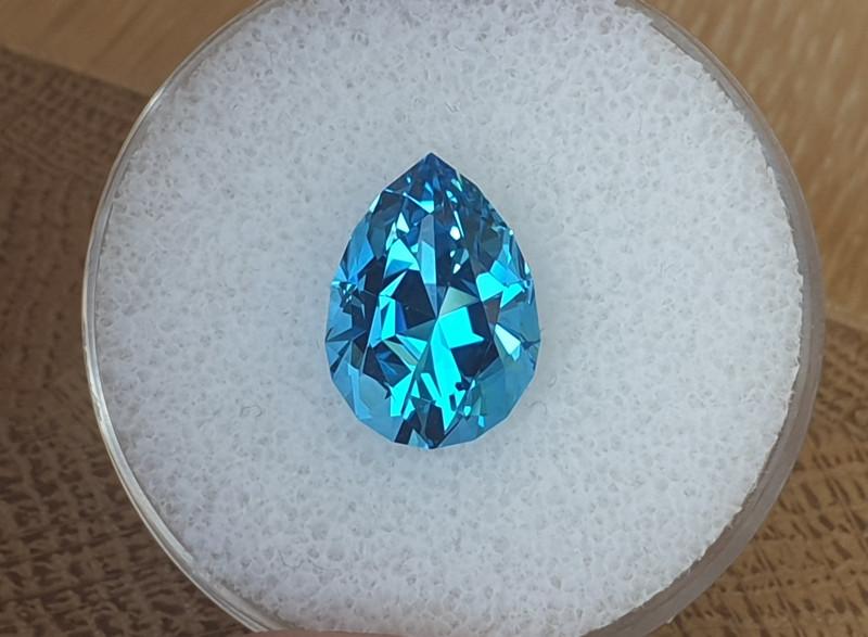 6,95 ct Swiss blue Topaz - Master cut!