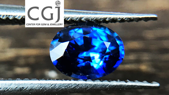 Certified - 0.54ct - Royal Blue Sapphire