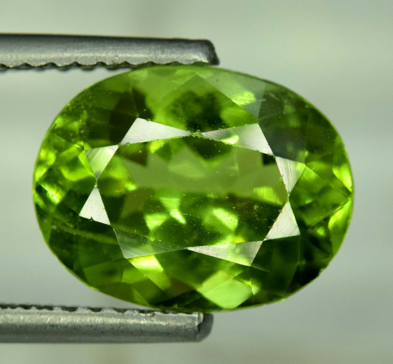 6.50 Carats Top Grade Oval Cut Natural Olivine Green Natural Peridot