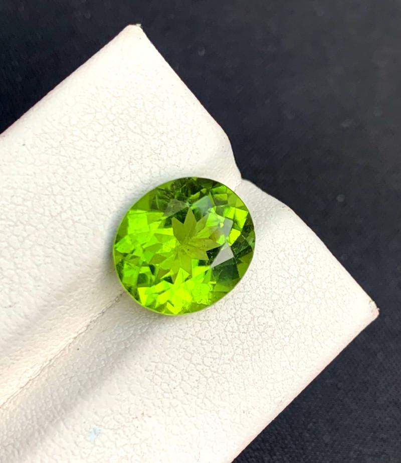 6.85 Carats Top Grade Oval Cut Natural Olivine Green Natural Peridot