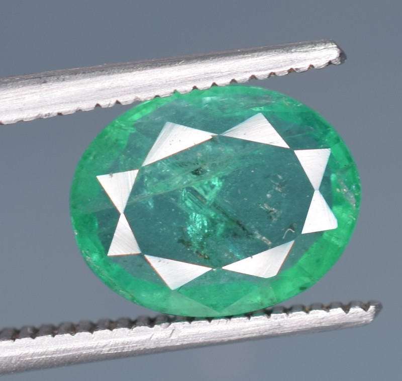 1.30 Carats Natural Emerald Gemstone