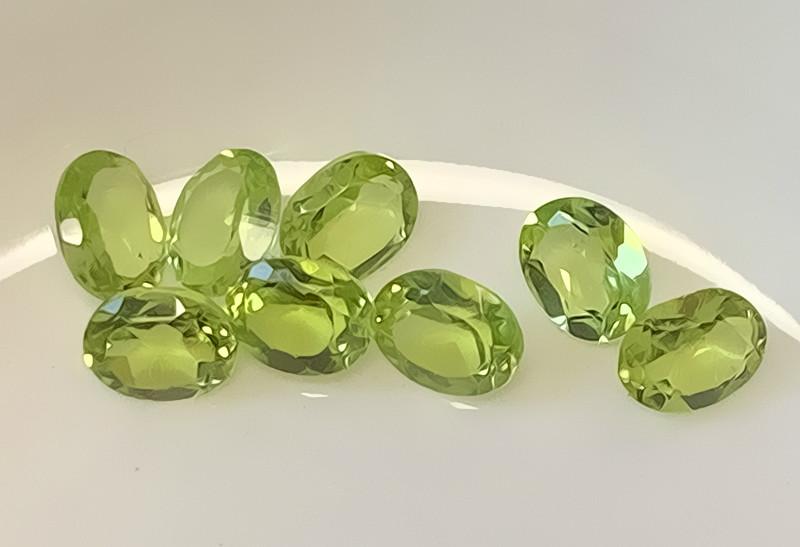 8 piece  Peridot Gem Parcel 5mm VVS stones NO RESERVE AUCTION