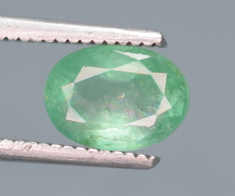 0.90 Carats Natural Emerald Gemstone