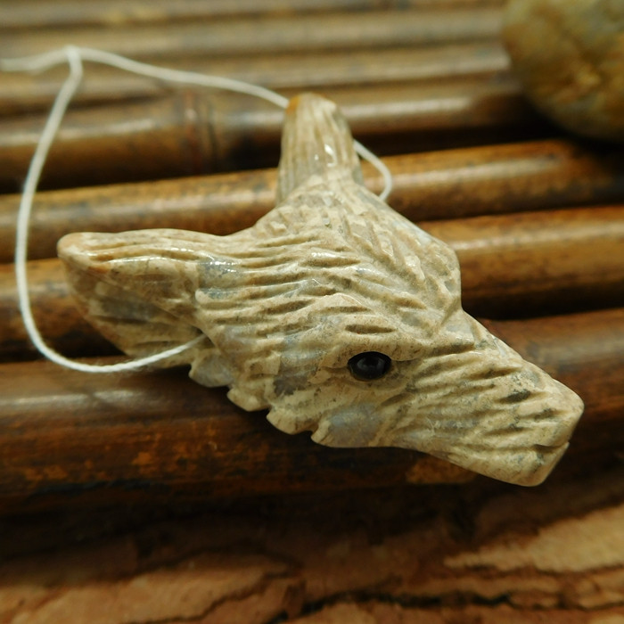Indonesia coral fossil carving wolf head bead necklace jewelry animal penda