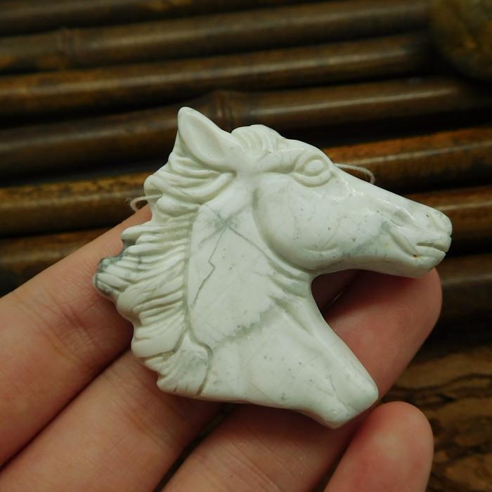 Howlite horse head pendant gemstone carving animal bead (G0045)