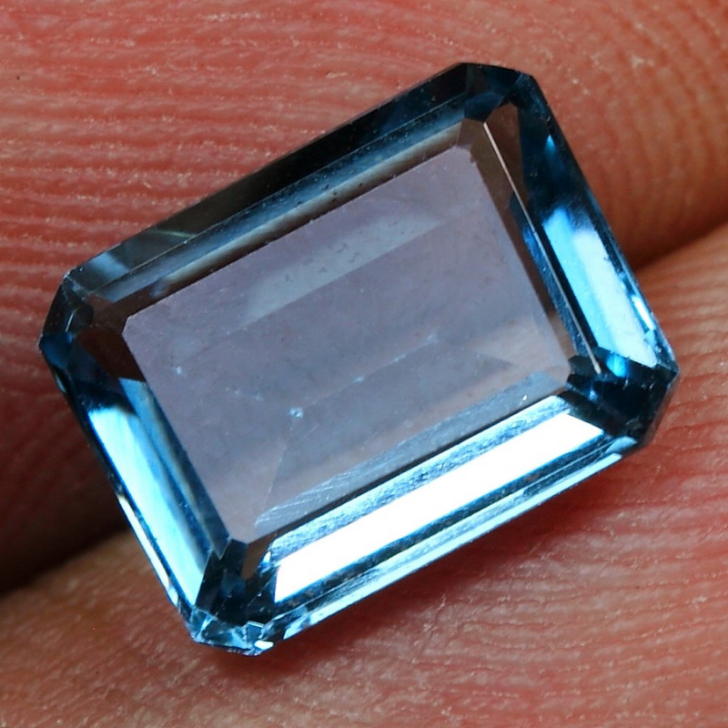 2.50cts Sparkle Reflection London Blue Topaz