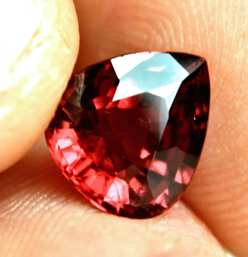 3.92 Carat VVS African Rhodolite Garnet - Gorgeous