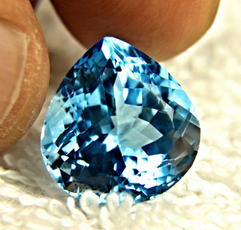 15.52 Carat Vibrant Blue VVS Brazilian Topaz - Gorgeous