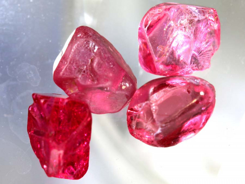4 CTS  SPINEL ROUGH CRYSTALS  BURMA  PARCEL  RG-3651