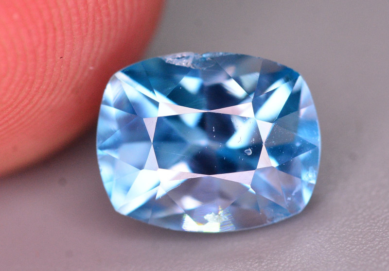 Top Color 2.90 Ct Natural Vibrant Blue Zircon