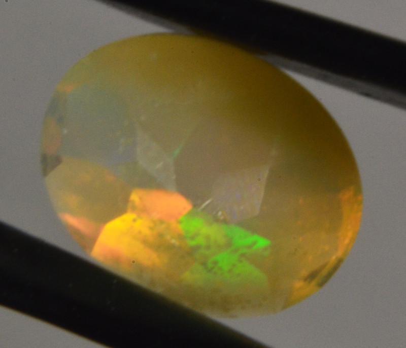 Oval cut  faceted Ethiopian Opal 4,6 Cts. (CV3L8 )