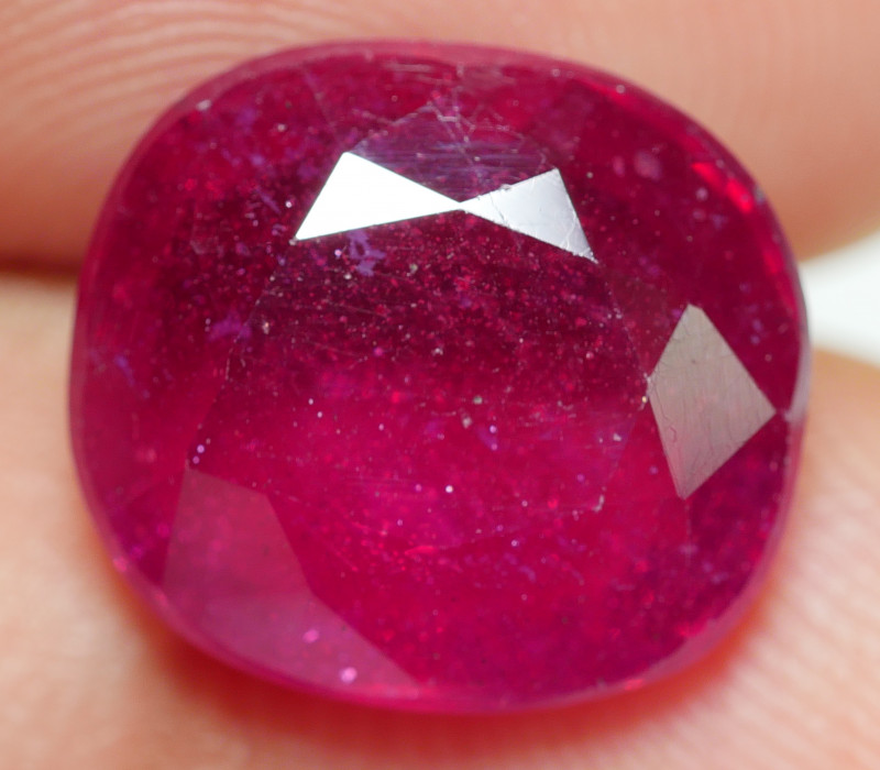 7.40 CRT BEAUTY RED BLOOD MADAGASCAR RUBY-
