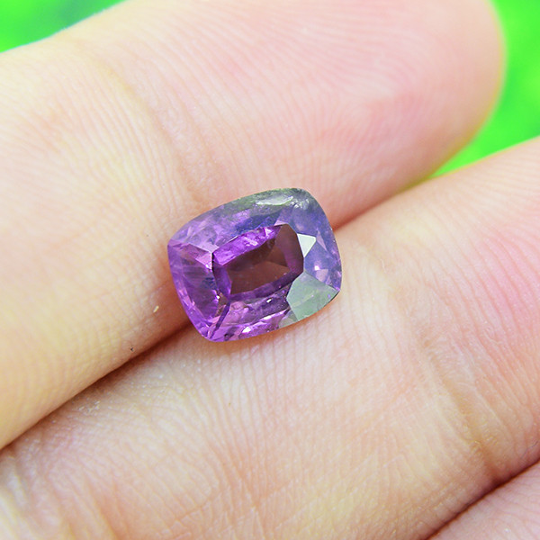 Natural Spinel / Untreated  Purple Spinel 1.82 Ct.(00332)