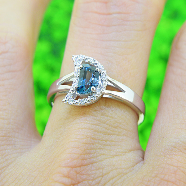Natural London Blue Topaz  925 Sterling Silver Ring SIZE 7 (SSR0526)