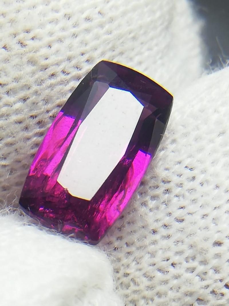 2.60 Carat Grape Garnet / purplish / Pink Garnet from Tanzania