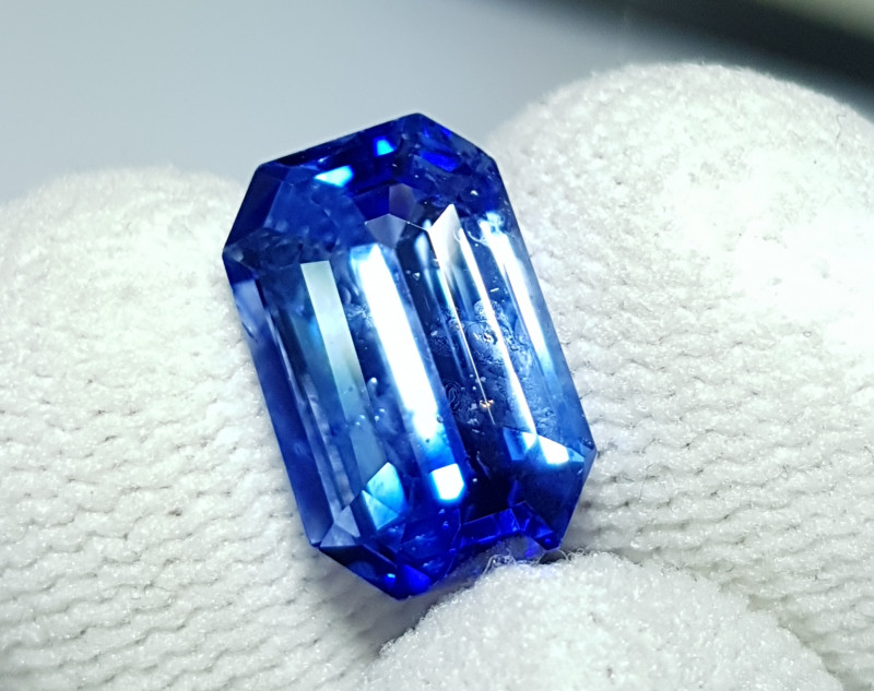 CERTIFIED 6.73 CTS NATURAL STUNNING CORNFLOWER BLUE SAPPHIRE SRI LANKA