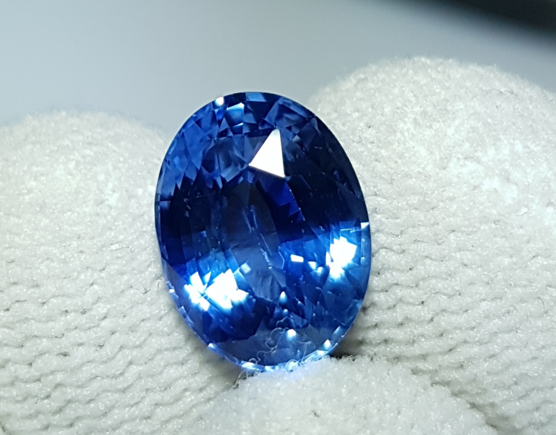 CERTIFIED 5.53 CTS NATURAL STUNNING CORNFLOWER BLUE SAPPHIRE SRI LANKA