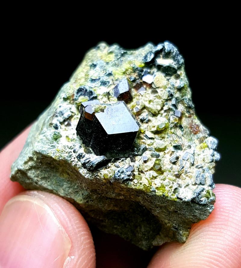 Lovely damage free Garnet specimen 90 Cts - Afghanistan