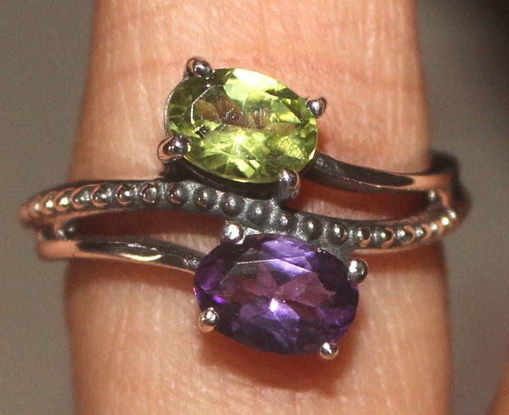 Natural Peridot & Amethyst 925 Sterling Silver Ring Size (6) 117