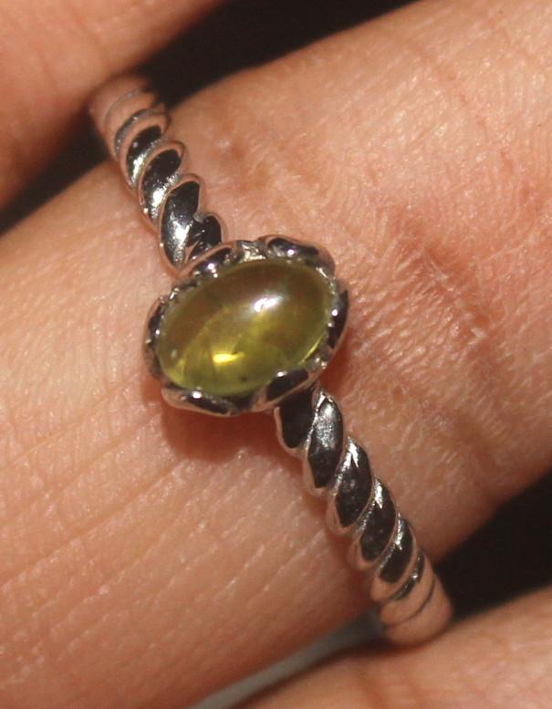 Natural Peridot 925 Sterling Silver Ring Size (9.5) 122