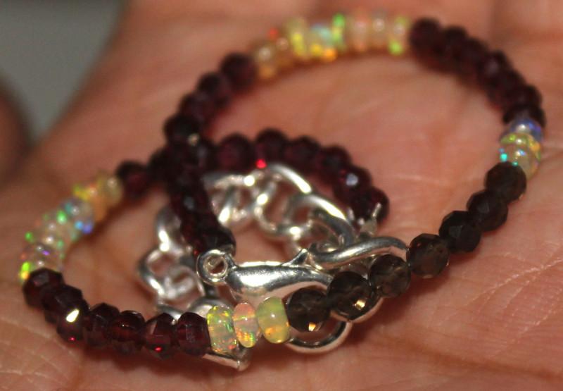 17 Crt Natural Welo Opal & Garnet Beads Bracelet 314