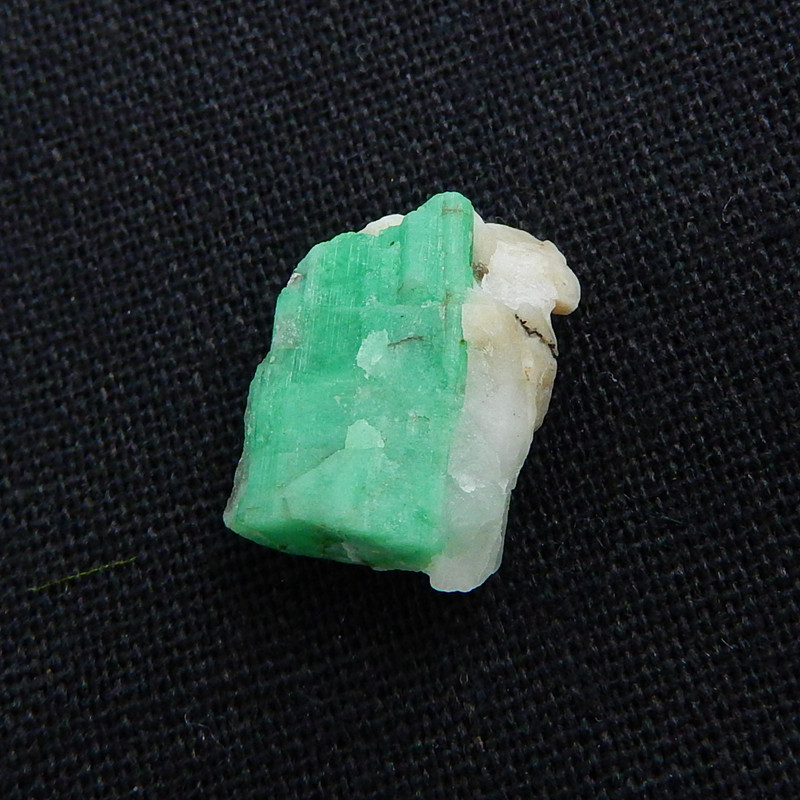 Natural Stone Emerald Green Raw Rough, 17x13x9mm, 3g H6026