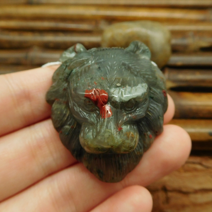 Customized handcrafted african bloodstone lion head jewelry (G0380)