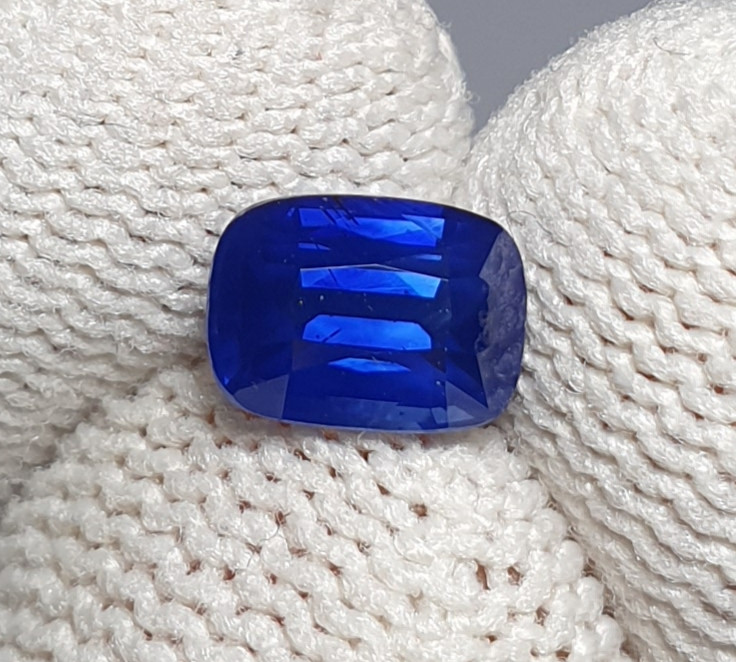 NO HEAT 1.09 CTS CERTIFIED NATURAL STUNNING ROYAL BLUE SAPPHIRE SRI LANKA