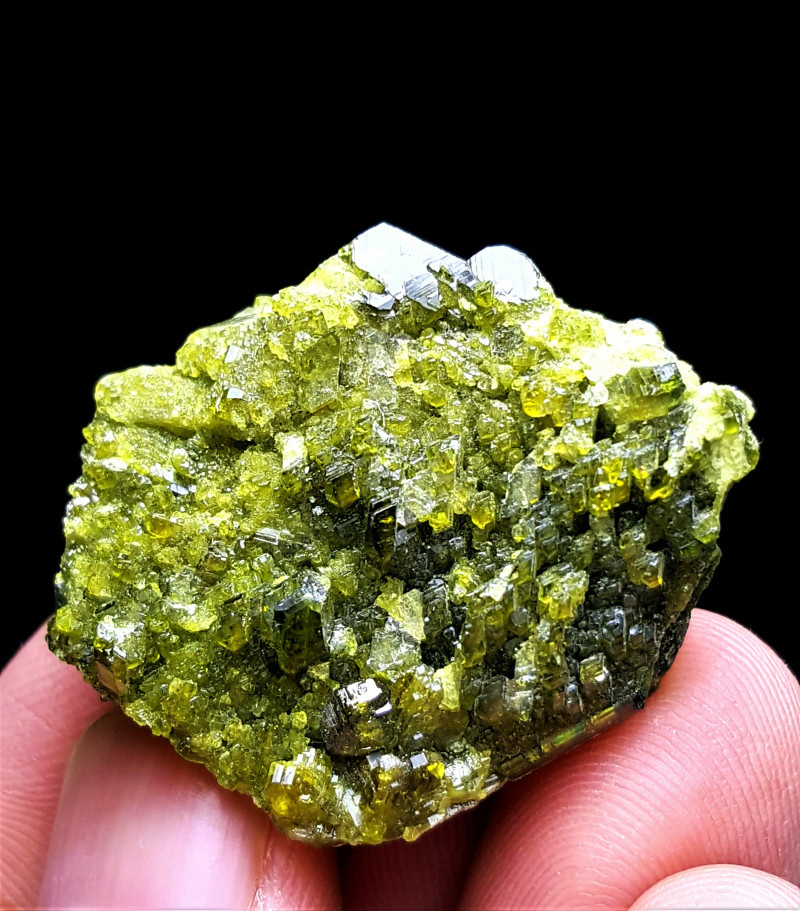 Cute Damage free Epidote have very good luster 110Cts-Afghanistan