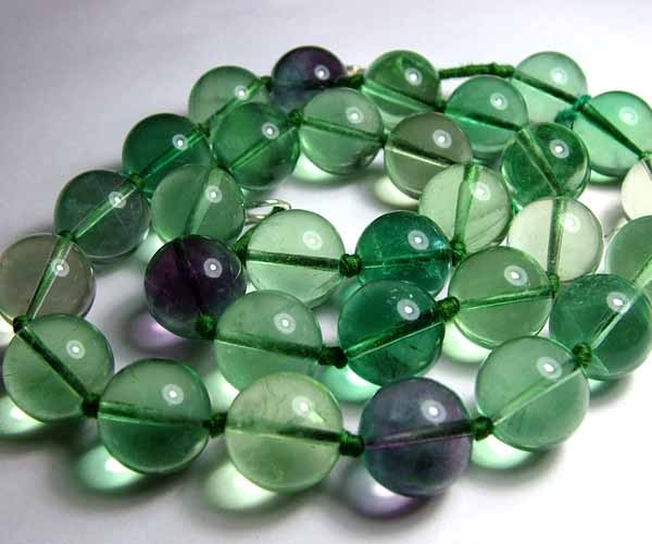 662cts LARGE FLUORITE PLAIN ROUND NATURAL BEADS  D515
