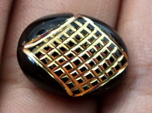 BLACK ONYX 9.70  CTS 24KGOLD ENGRAVED  LG-1006