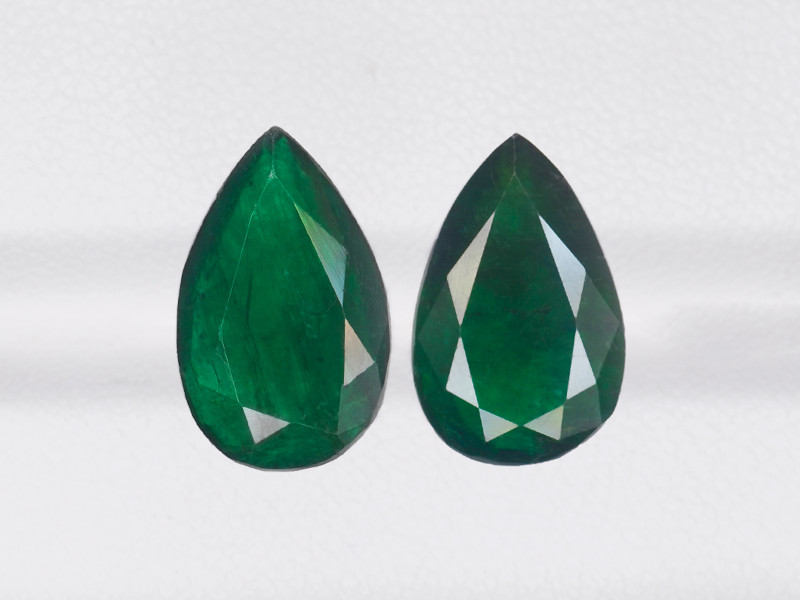 Pair of Emeralds, 5.81ct - Mined in Brazil