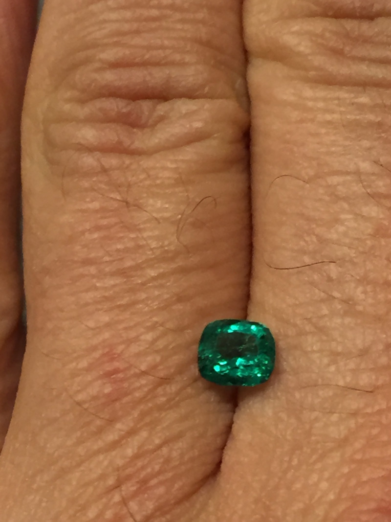 0,81ct Colombian Emerald ref 9/21 Colombian Natural Emerald Colombian Natur