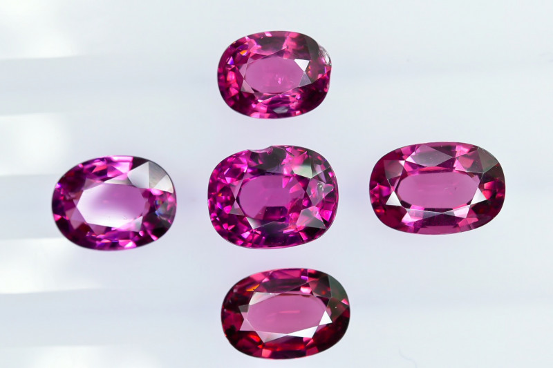 9.35 Crt Natural Rhodolite Garnet Faceted Gemstone Lot 1