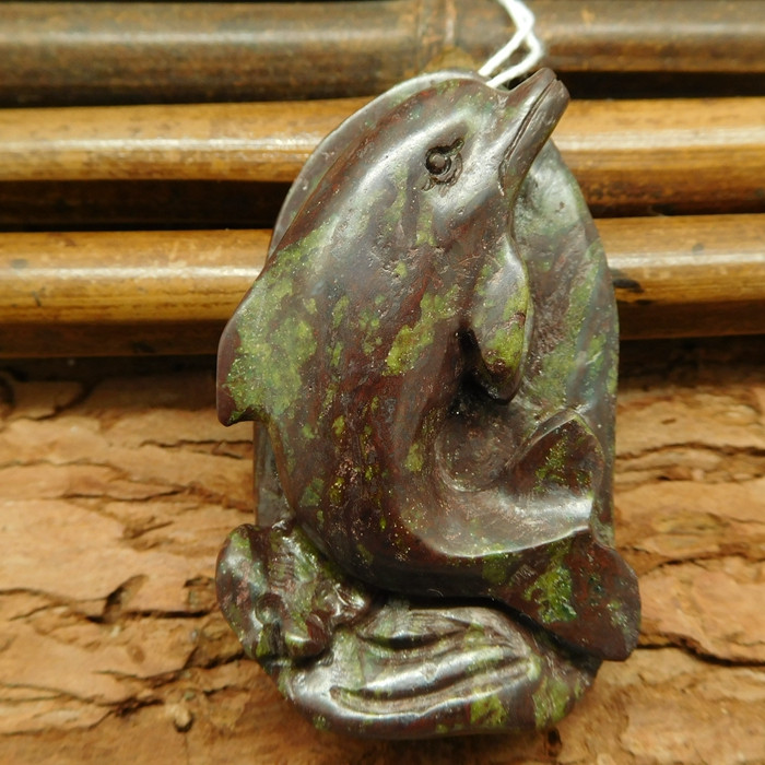 Dragon bloodstone carved dolphin pendant (G0508)