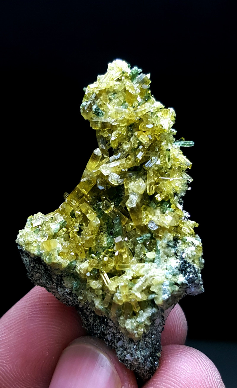 Cute Epidote combine with Diposite have good color 95Cts-Pakistan