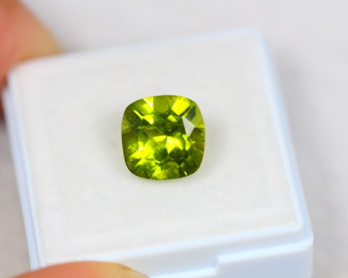 3.46Ct Natural Green Peridot Cushion Cut Lot Z306