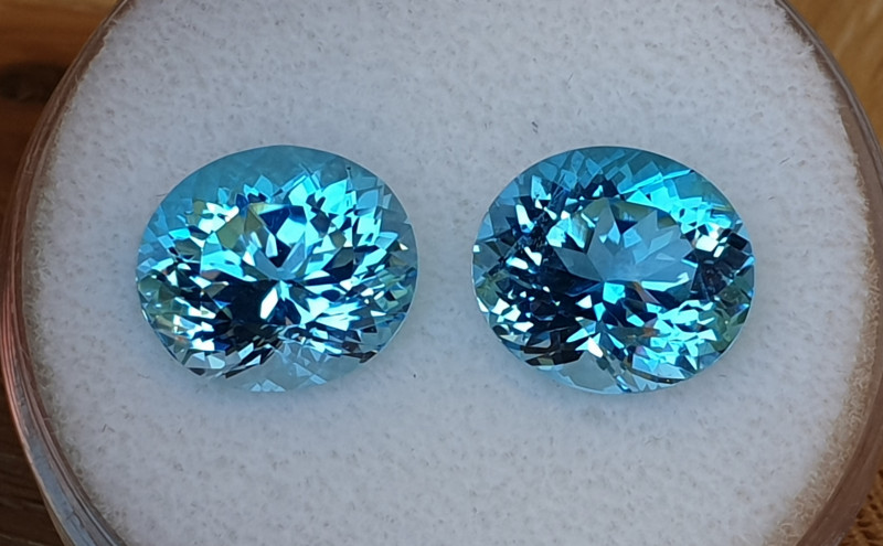 19,80ct Swiss blue Topaz pair - Master cut!