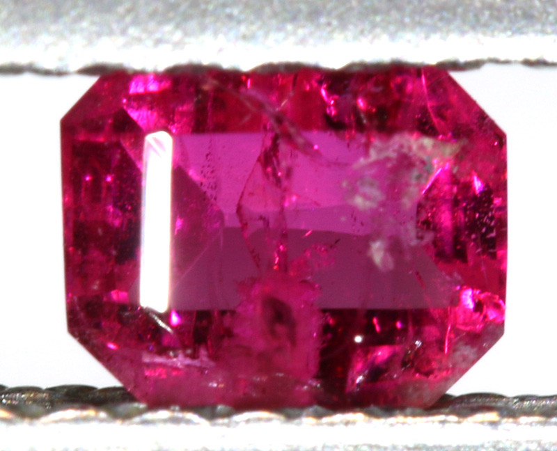 0.24CTS CERTIFIED UTAH RED BERYL-RED EMERALD VIOLET CLAIM  TBM-1796